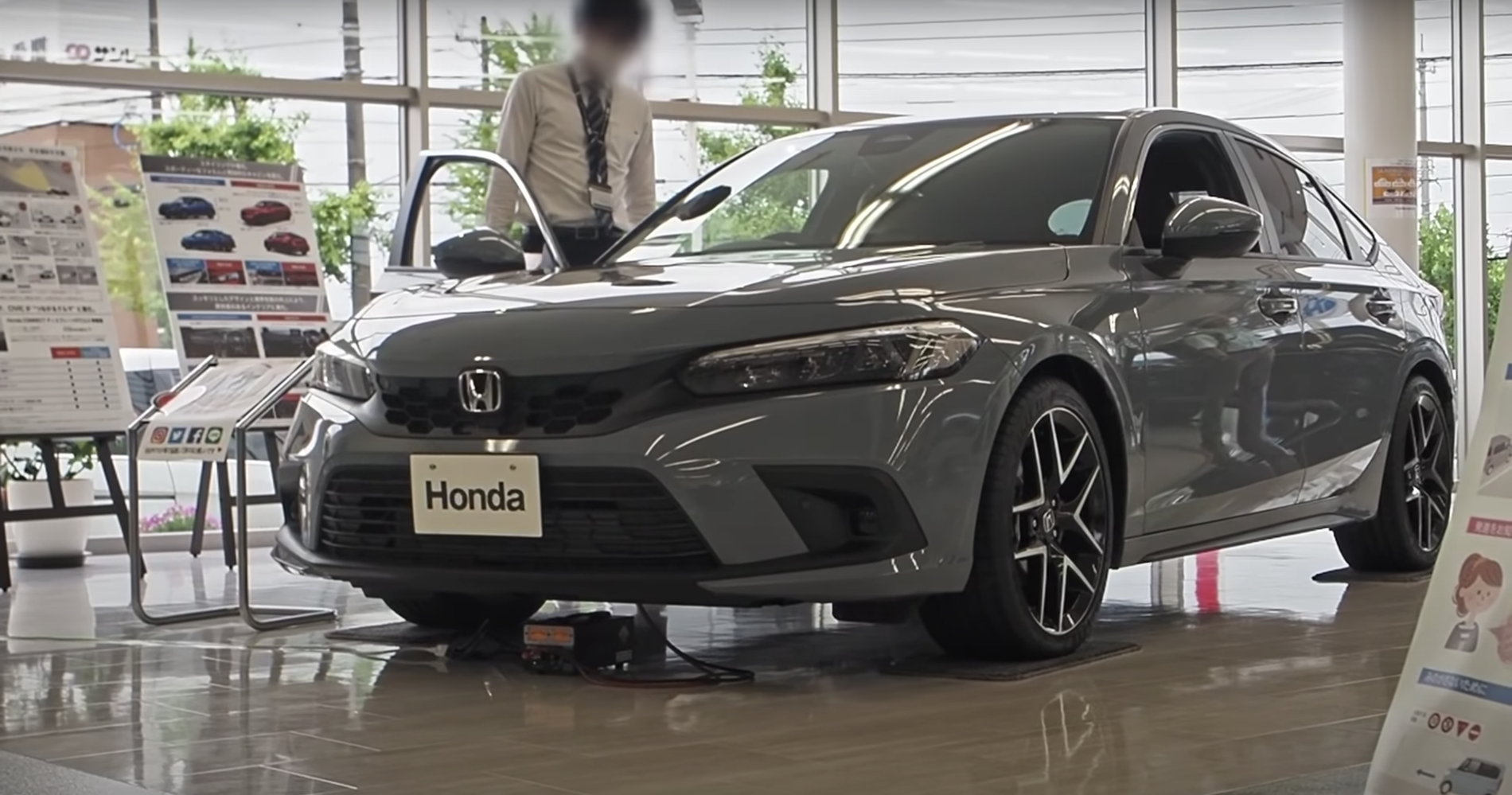 Sonic-Gray-Pearl-2022-Civic-Hatchback-3.png